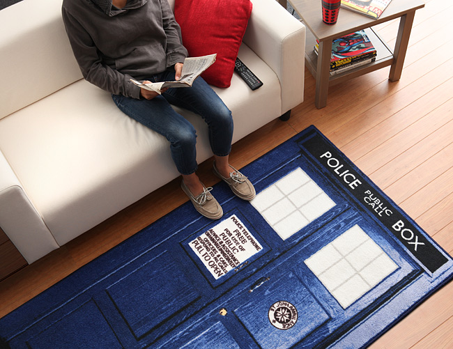 Tardis Rug (Featured on pinkmitten.com) #geekrugs #geekhhome