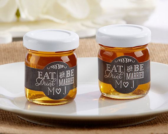 Gorgeous honey wedding favors! As featured on @pinkmitten.com #honeyfavors #weddingfavors