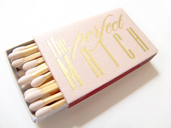 Beautiful matchbox wedding favors! As featured on @pinkmitten.com #weddingfavors #weddingmatchsticks